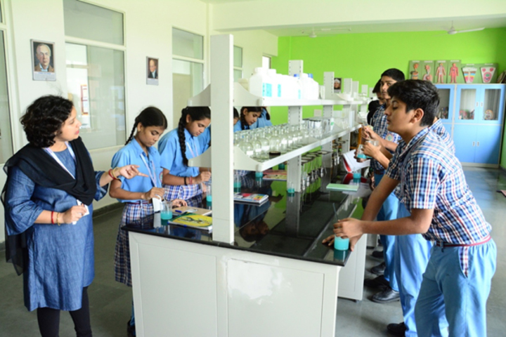 Scholars Home International School-Laboratory