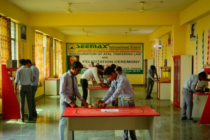 Seemax International School-Physics Lab