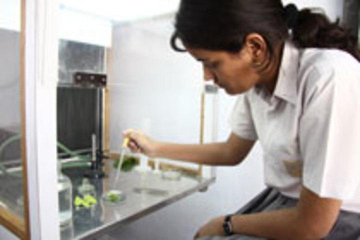 Seth M R Jaipuria School-Biology Lab