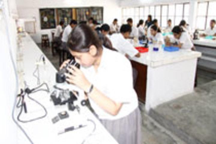 Seth M R Jaipuria School-Physics Lab