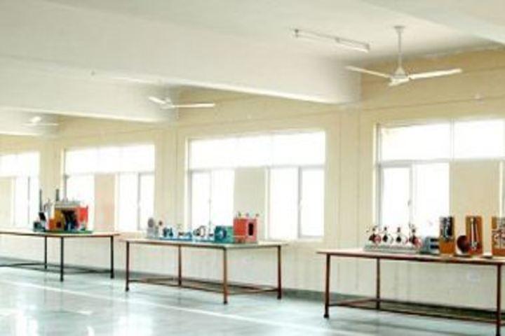 Shri Girraj Maharaj Global Public School-Chemistry Lab