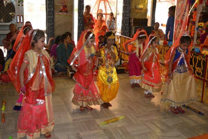 Shri Maha Prabhu Public School-Dance Performance