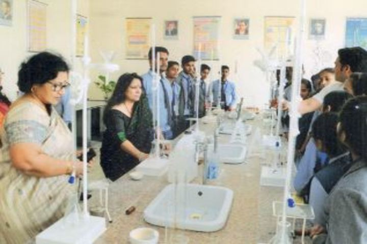 Shri Sai Academy-Chemistry Lab