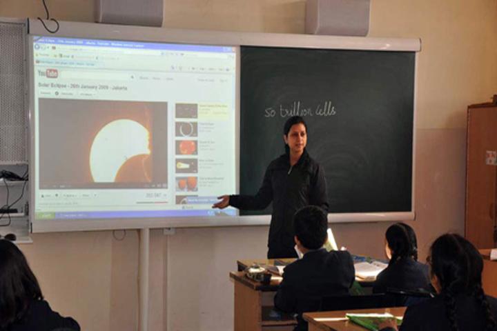 Smt Dhrauapadi Devi Tripathi Kanya-Classroom