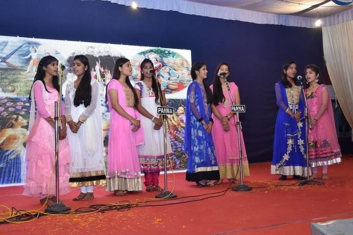 Smt Dhrauapadi Devi Tripathi Kanya-Singing