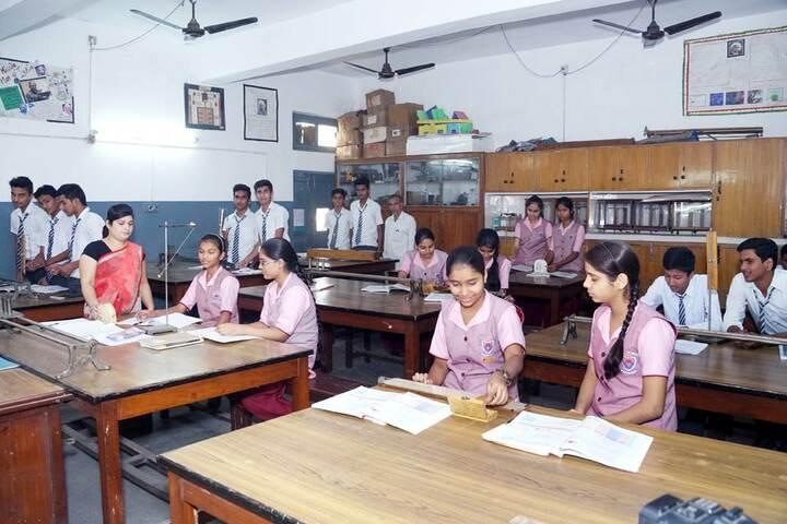 Tulsiram Maheshwari Public School-Physics Lab