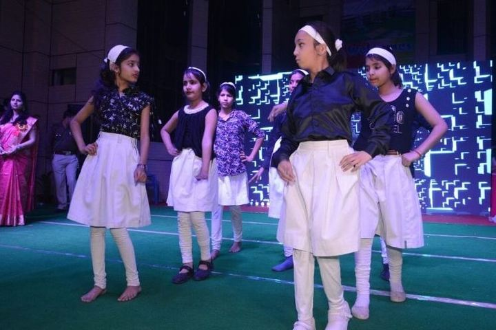 Universal College-Dance