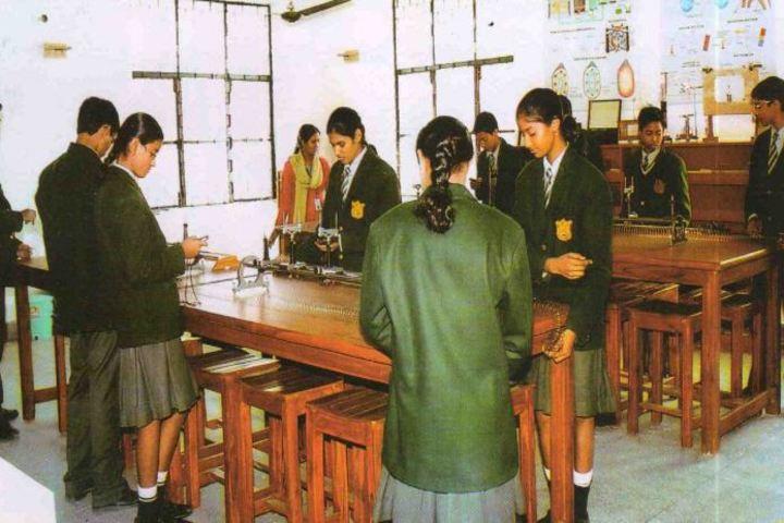 Uttarakhand Public School-Physics Lab