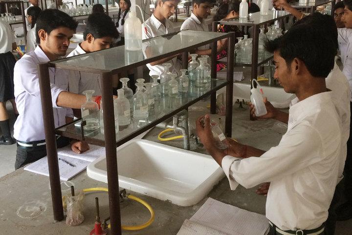 Vinyaas Public School-Chemistry Lab