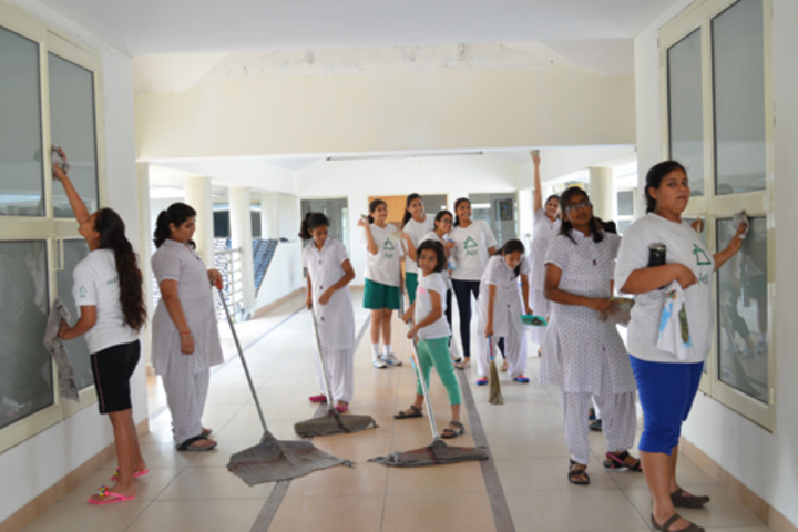 Ecole Globale Girls International School-Clean India Campaign