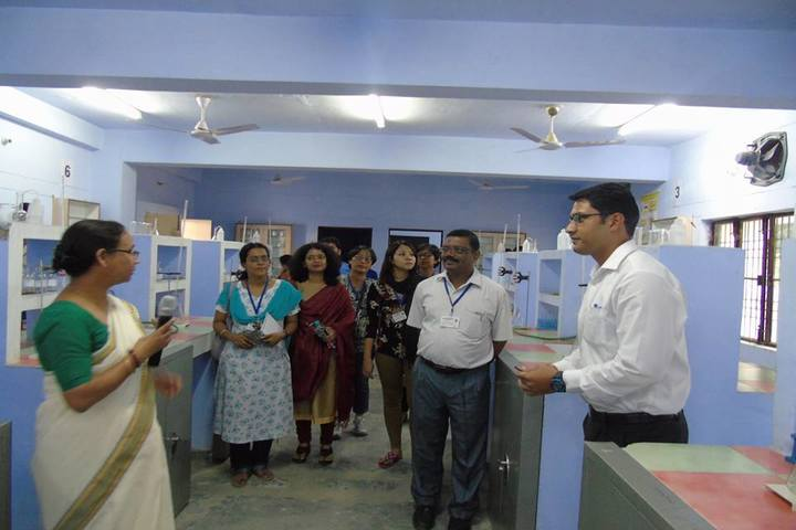 Eklavya Adarsh Awasiya Vidyalaya-Science Lab