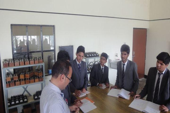 Ghanshyam Das Birla Memorial School-Physics Lab