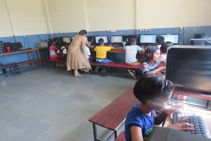 H R Public School-IT Lab