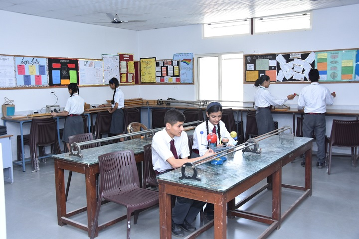 Naini Valley School-Physics Lab