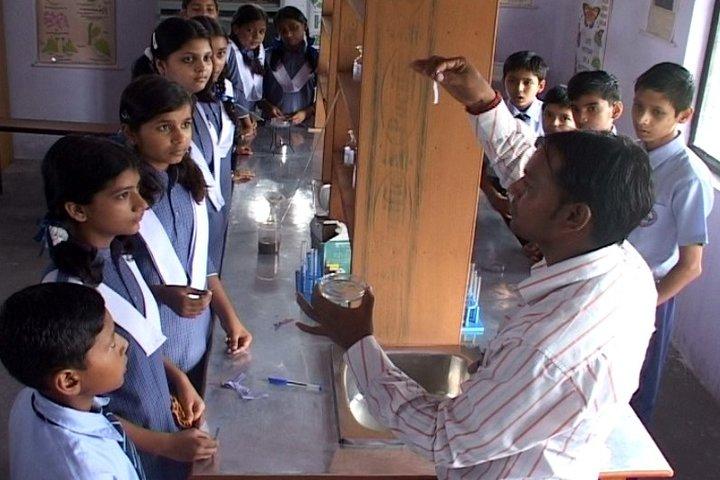 Radiant Public School-Lab