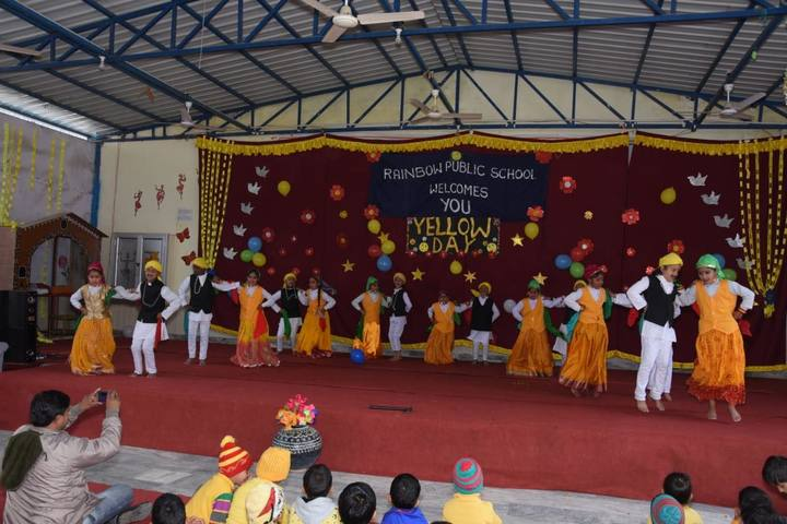 Rainbow Public School-Yellow Day Dances