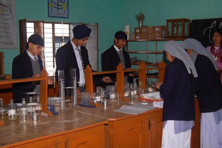 Shri Guru Nanak Academy-Chemistry Lab