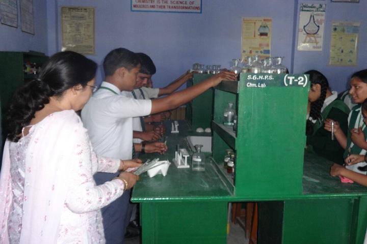 Shri Guru Nanak Public School-Chemistry Lab