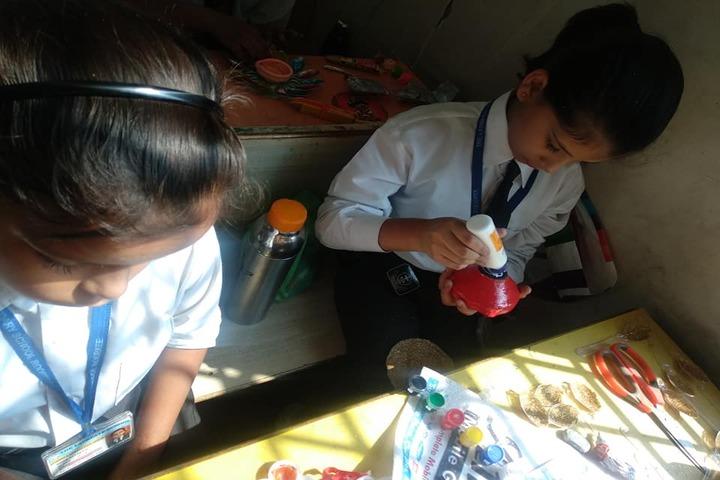 The Laureate School-Art And Craft