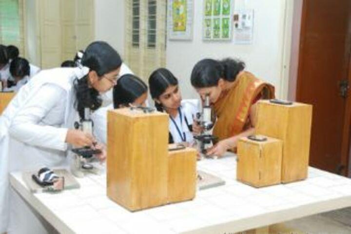 Amrita Vidyalayam - Biology Lab