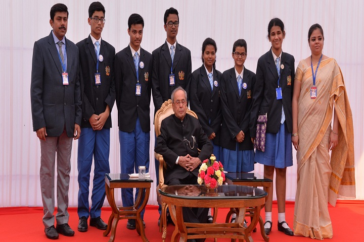 Apeejay School-Students With President