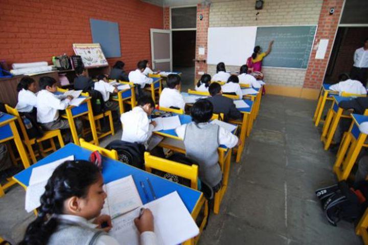 Bhavans Ram Kishore Sarda Vidya Mandir-Classroom