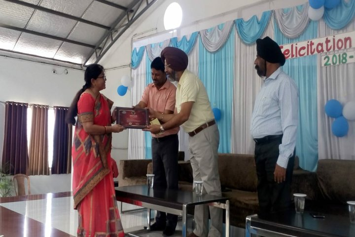 Career Point World School-Certificate Distribution Ceremony