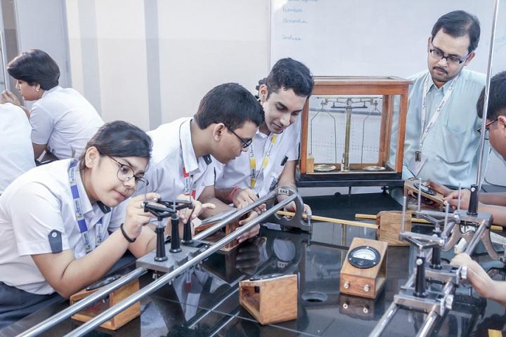 The Newtown School-Science Lab