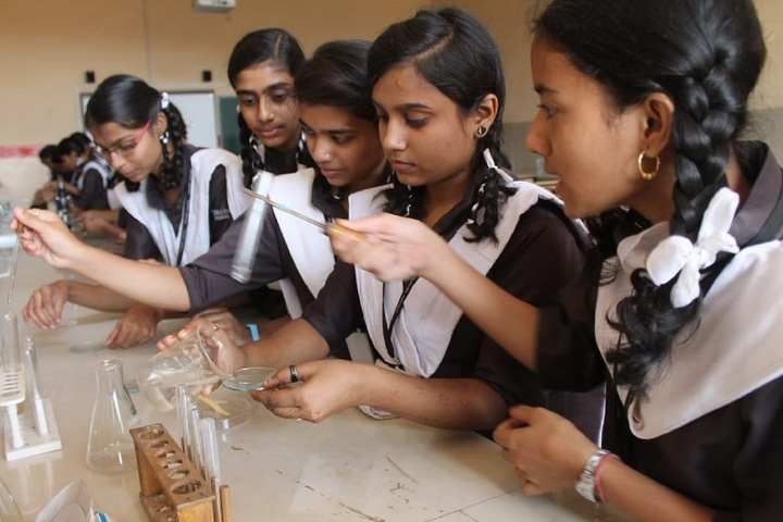 Daffodils English School-Chemistry Lab