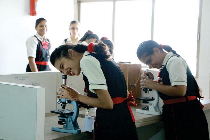 Swaminarayan Dham International School-Biology Lab