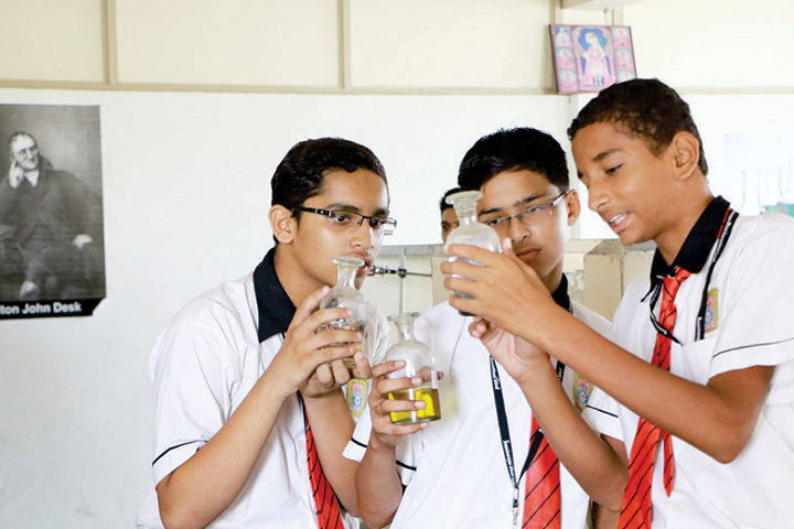 Swaminarayan Dham International School-Chemistry Lab