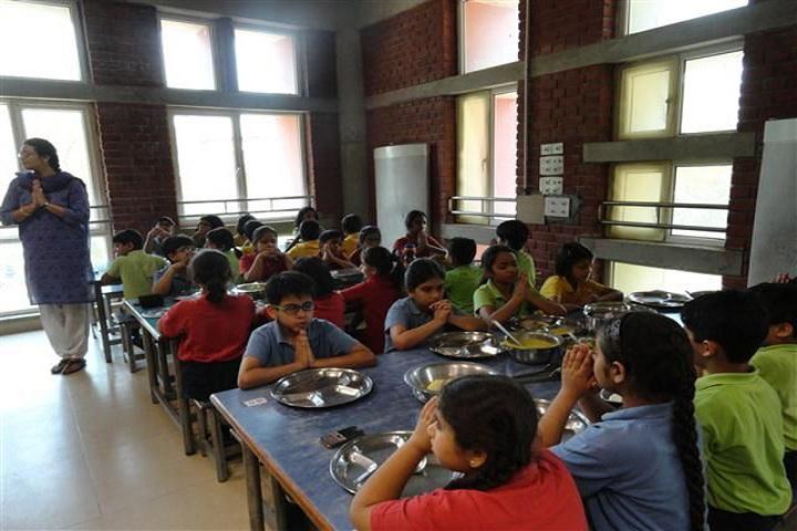 The Shri Ram School-Cafeteria