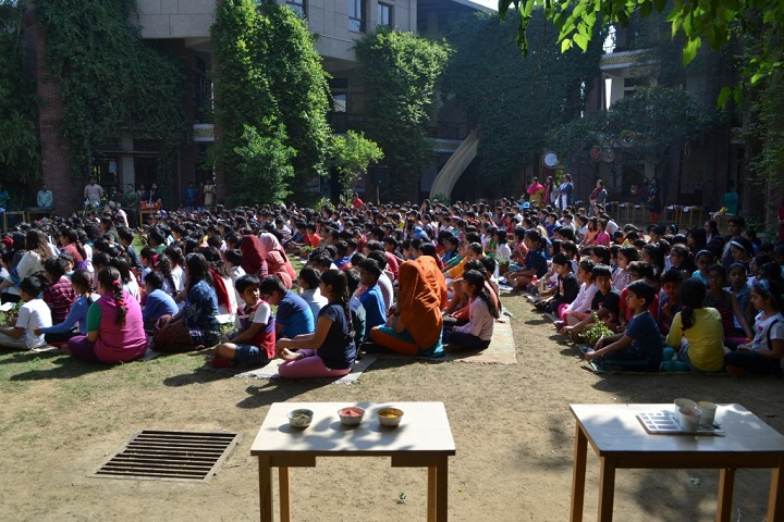 Shikshantar Senior Secondary School-Events holi
