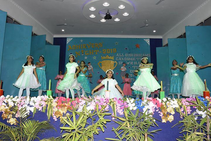 De Nobili School-Group Dance