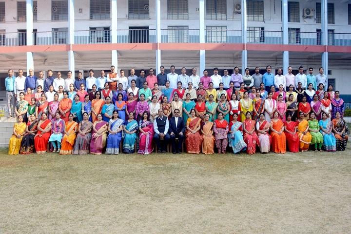 De Nobili School-Staff Group Photo
