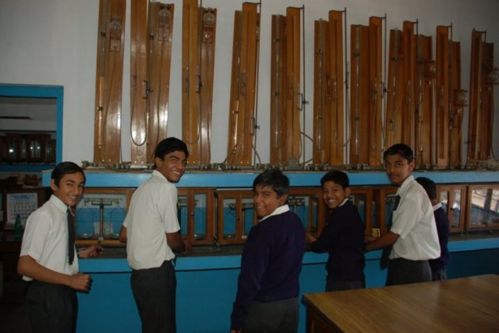 D B M S English School-Physics Lab
