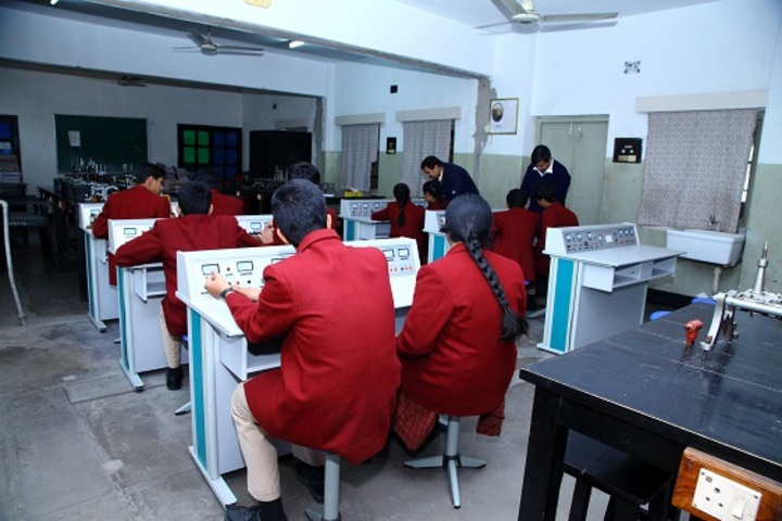 Hill Top School-Physics Lab