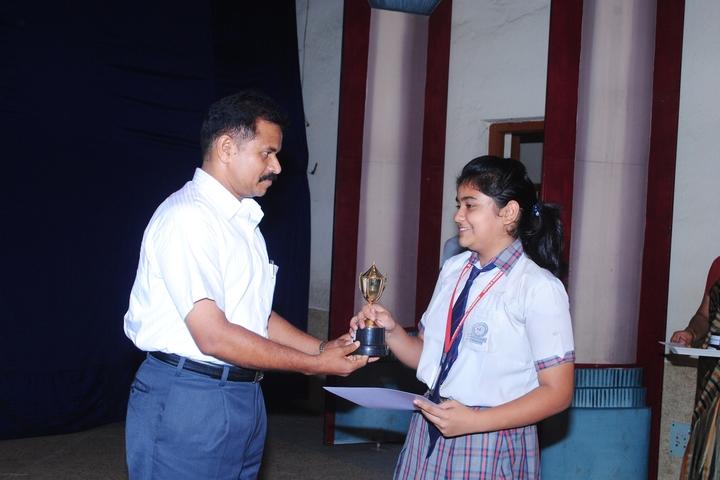 Loyola School-Prize Distribution