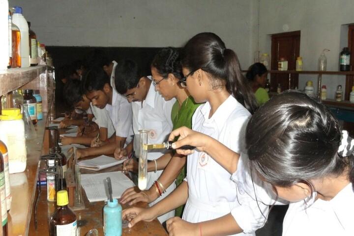 Vivekananda English High School-Science Lab