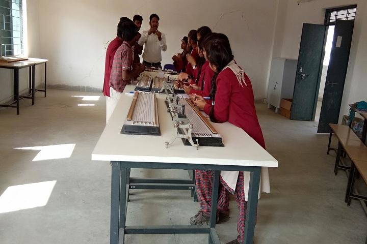 DAV Mukhyamantri Public School-Physics Lab