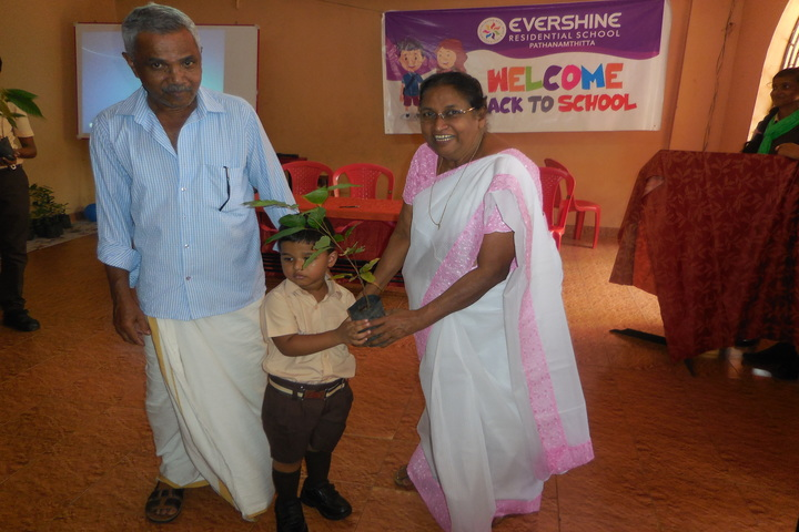 Evershine Residential School-Environment Day