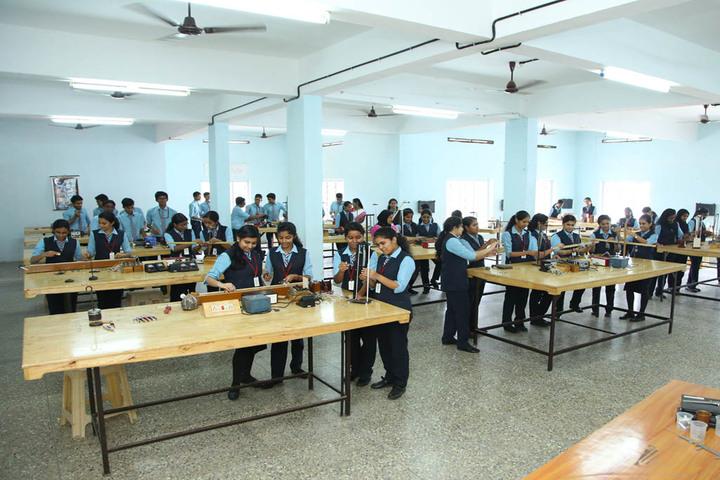 Kuriakose Elias English Medium School-Physics Lab