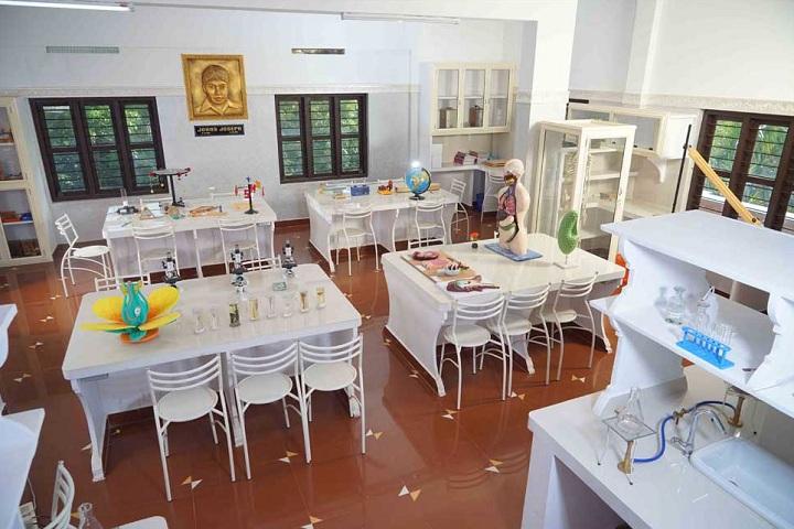 Holy Family International School-Biology Lab