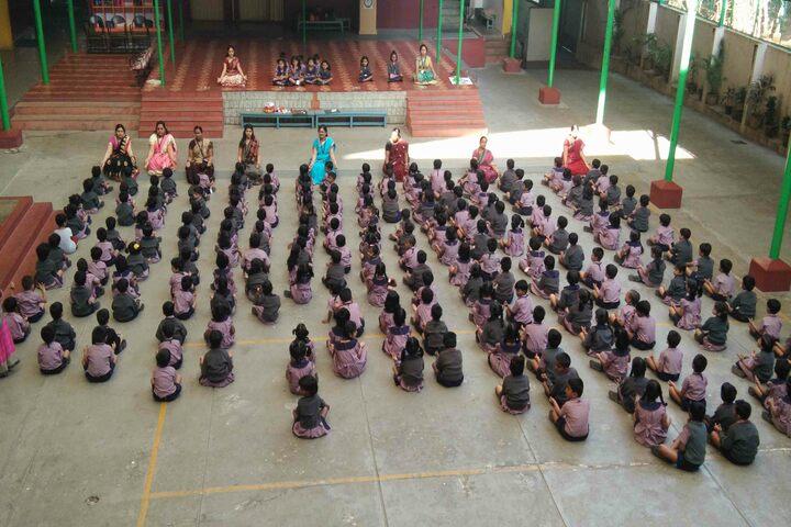 Auden School-Yoga
