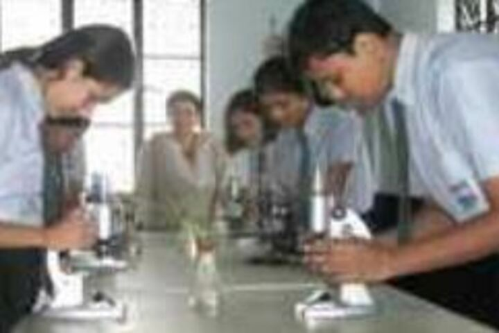 Arvind International School-Physics Lab