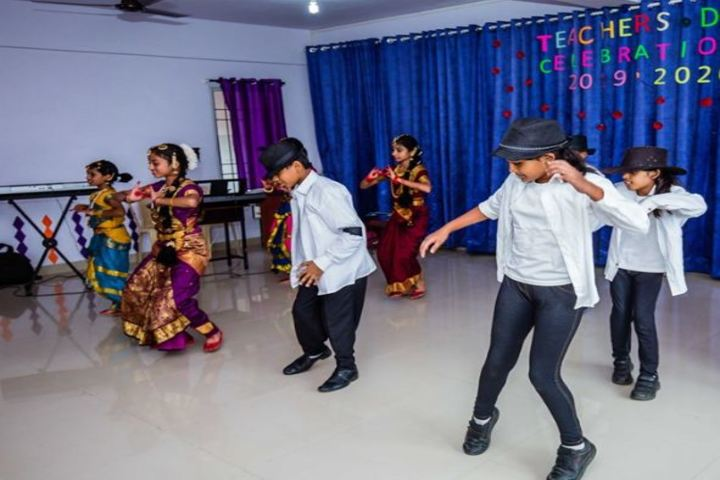 Kingston High Lower Primary School-Dance on Terachers Day