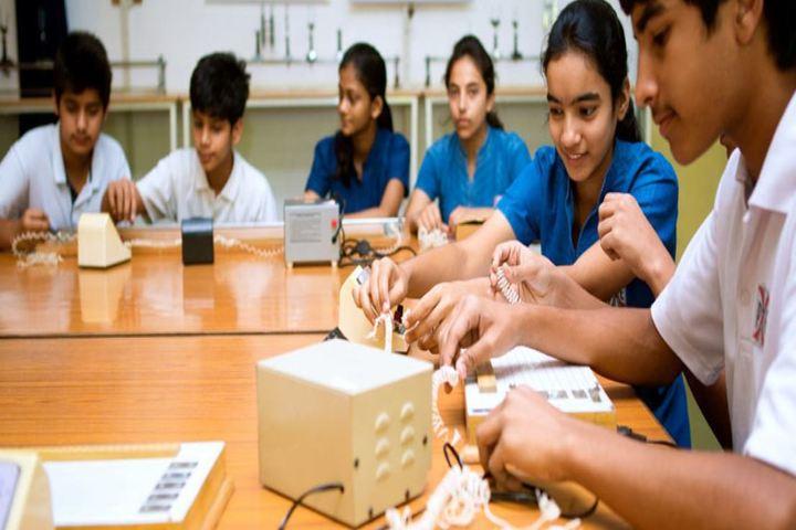 Progressive Education Iv School-Physics Lab