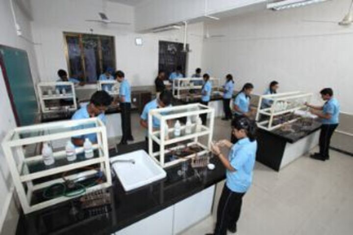 Lady Ratanbai And Sir Mathuradas Vissanji Academy-Physics lab