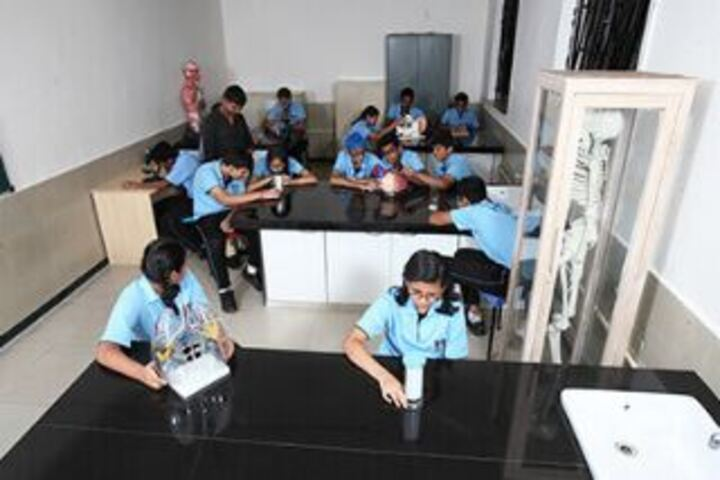 Lady Ratanbai And Sir Mathuradas Vissanji Academy-Science lab