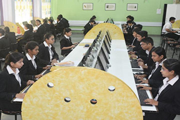 Fravashi Academy-Computer Lab